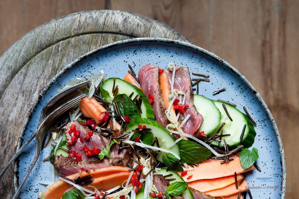 Vietnamesischer Rindfleischsalat Mit Wildreis Und Papaya