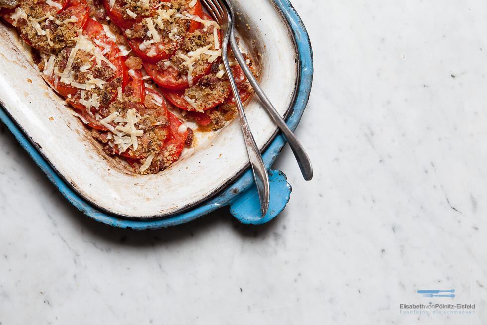 Dieser Köstliche Tomaten-Speck-Gratin Ist Das Perfekte Sommerrezept. Dazu Ein Glas Wein. Mehr Braucht Es Nicht.
