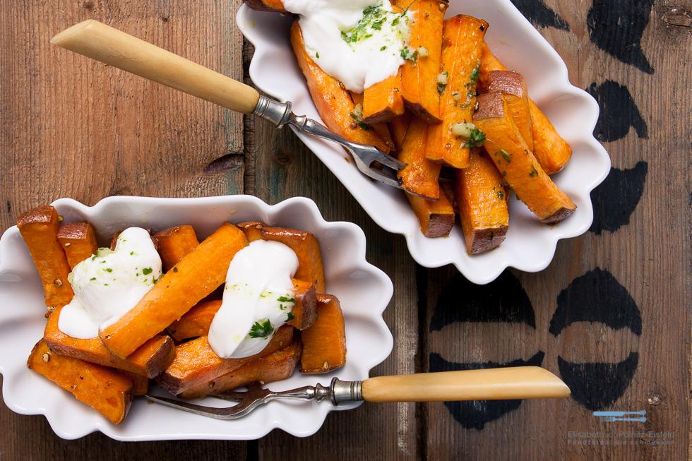 Backofen-Pommes Aus Süßkartoffeln Mit Dem Ultimativen Kick : Koriander-Chili-Pesto Und Griechischem Joghurt!