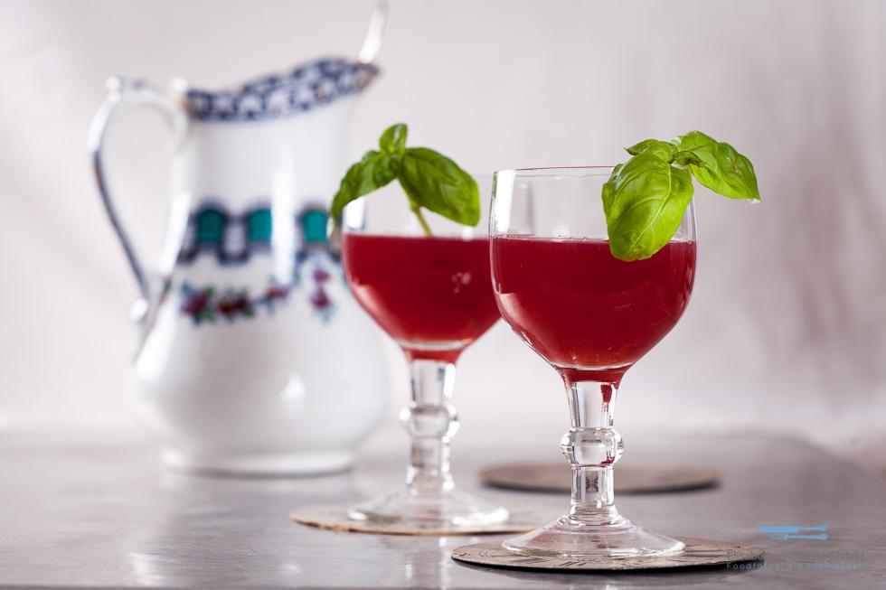 Pfeffriger Erdbeer-Drink Mit Basilikum