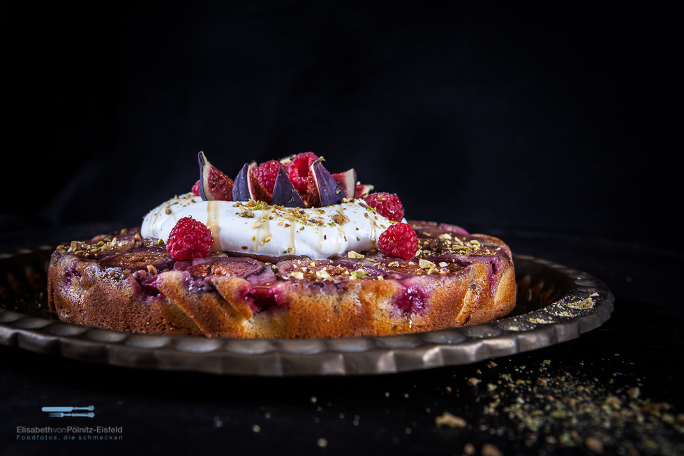"Feigen Upside-down-cake ""Arabian Nights"""