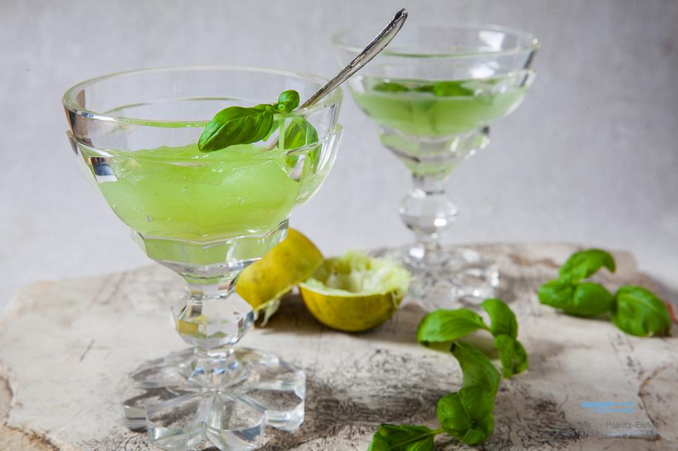 Basil & It Als Drink Oder Als Frisches Dessert