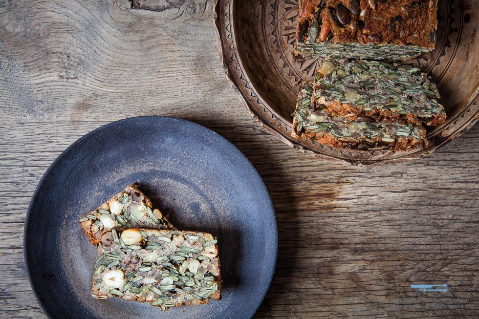 Nussbrot Mit Salat-Körner-Mix Aus Der LOW CARB Rezension