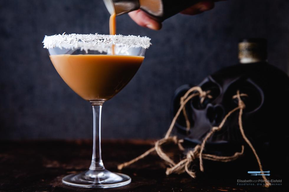 Easter Cocktail Mit Spiced Rum, Eierlikör Und Espresso